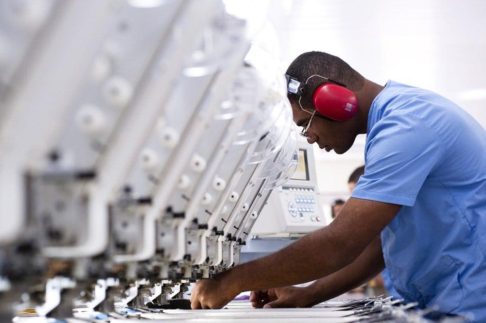 ibge relata progresso em 20 departamentos da indústria