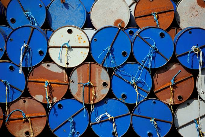 preço do petróleo cai quase 3% por causa do coronavírus